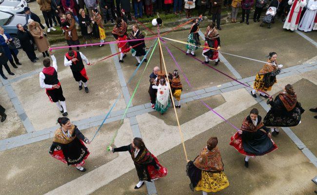 Baile del Cordón en Villa del Rey